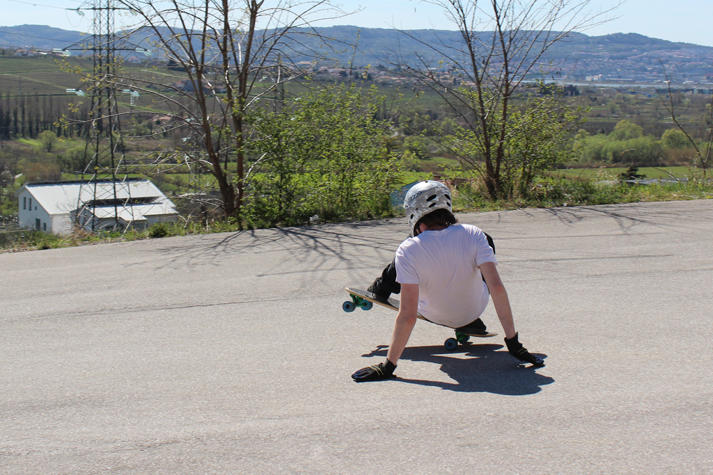 mitja-heelside-tail-slide-2015